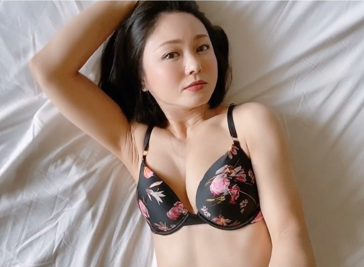 Q.性欲について…沢口まりあ時代と綾瀬麻衣子の今、どちらが性欲強めですか?